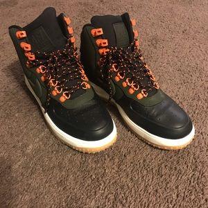 Men's AF1 Sneaker boot size 9